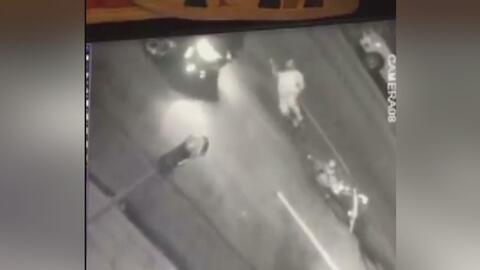 Buscan al conductor que quedó grabado cuando atropelló a un ciclista en Echo Park y huyó