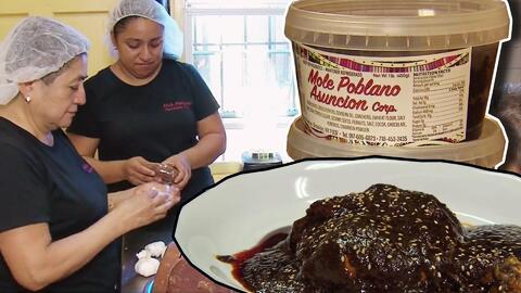 Preparar el tradicional mole mexicano en Nueva York cambió para siempre la vida de esta familia