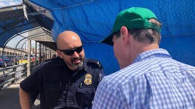 Un senador estadounidense intercede para que una familia mexicana pueda solicitar asilo en la frontera