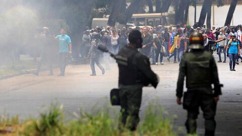 Nueva marcha en Venezuela termina en graves enfrentamientos con policías y militares