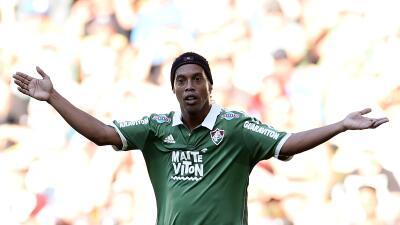 Fluminense cancela contrato con Ronaldinho