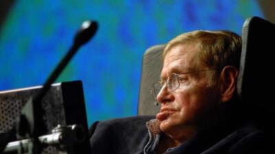Stephen Hawking muere el mismo día que nació Einstein, que además es el día del número Pi, y las redes se obsesionan con la coincidencia