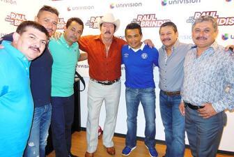 Lalo Mora e Invasores con Raúl Brindis