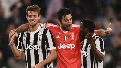 Mandzukic, Howedes y Khedira sostienen a la Juventus en la punta de la Serie A