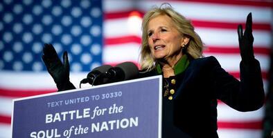 """""""Llámame cuando quieras"""": Jill Biden, una primera dama cercana que hará historia al seguir enseñando"""