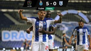 Con un gran juego de Tecatito, Porto da un paso más al título