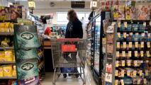 """""""Está todo muy caro"""": preocupación por los altos precios de los alimentos y la gasolina en California"""