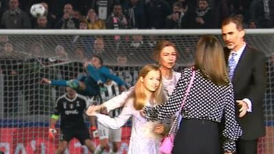 Más espectacular que la chilena de Cristiano: así es la narración futbolística del manotazo real