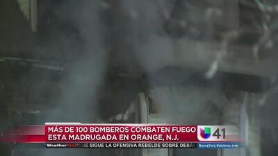 Más de 100 bomberos combaten incendio en Orange