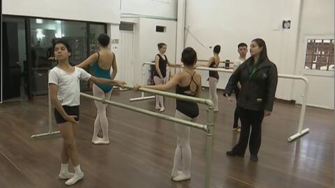 Niño colombiano persigue su sueño de ser bailarín de ballet a pesar del bullying y las críticas