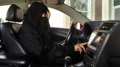 El rey de Arabia Saudita levanta prohibición de conducir a las mujeres por primera vez