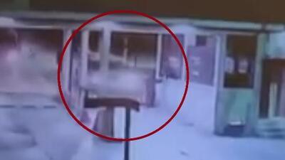 Un conductor supuestamente ebrio atropella al guardia de seguridad en un complejo de apartamentos