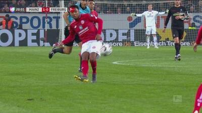 Grosero error de Schwolow y el Mainz se pone 1-0 en el marcador sobre Friburgo