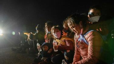 La crisis en la frontera no cede: 103,000 inmigrantes fueron expulsados en marzo bajo el Título 42