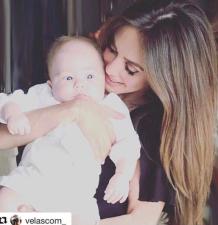 Anahí derrocha ternura con su bebé