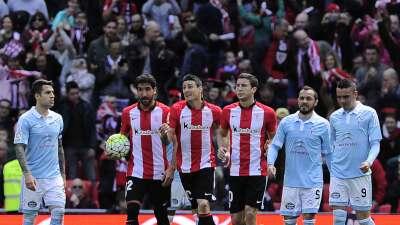 El Athletic remonta a un Celta en inferioridad y recupera la quinta plaza