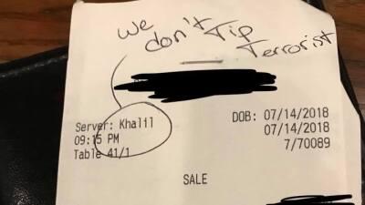 """""""No le damos propina a terroristas"""", la ofensa racista que dejaron a un mesero en un restaurante en Texas"""