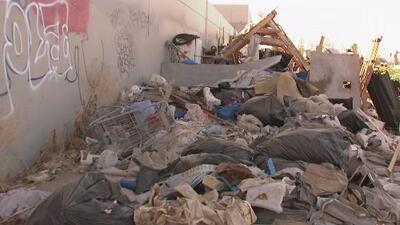 Autoridades de Riverside centran sus esfuerzos en desalojar campamento de desamparados en precarias condiciones