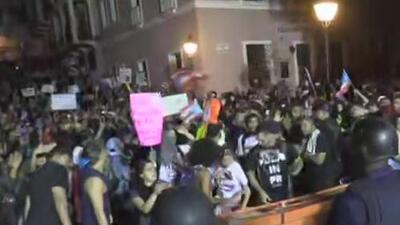 Miles de personas continúan en el viejo San Juan pidiendo la salida del gobernador