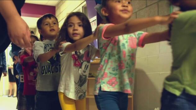 Consejos para desarrollar la capacidad de aprender y explorar jugando en los niños de 3 a 5 años