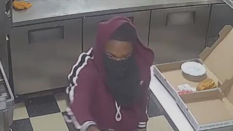 Autoridades buscan a los sospechosos de cometer violento asalto a una pizzería de Houston