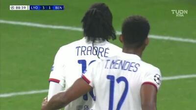 Traore puso el tercero y sentenció el triunfo del Lyon