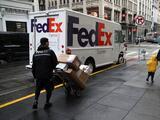 Policía se disfraza de empleado de FedEx y arresta a un hombre que recibía cocaína por paquetería