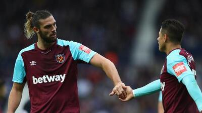 Compañero del 'Chicharito' se peleó con el entrenador del West Ham durante el entrenamiento