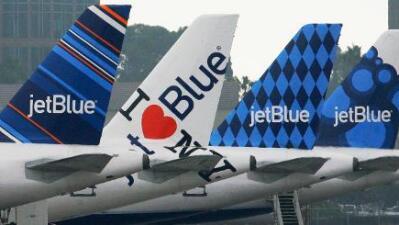Acusan a pilotos de JetBlue de drogar y violar a asistentes de vuelo