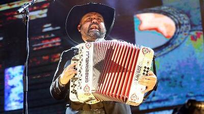Ricky Muñoz abandona presentación por problemas de salud y supuesto desmayo