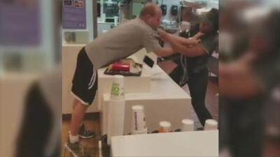 El brutal ataque de un hombre a una empleada de McDonald's porque no le dio un popote (una pajilla)