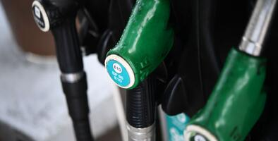 Incertidumbre ante el coronavirus causa estragos en el precio de la gasolina, según AAA