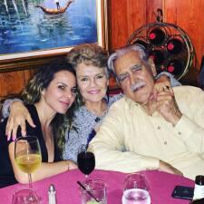 Kate del Castillo disfrutó de la compañía de sus padres
