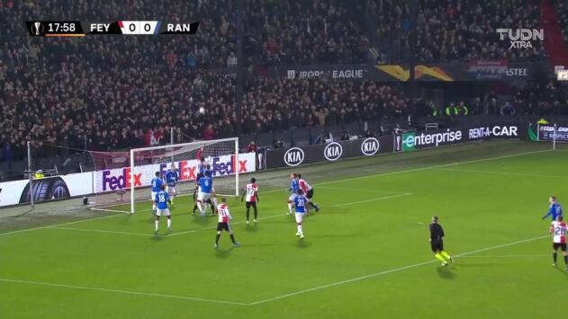 Tiro de esquina para Feyenoord