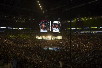 En fotos: así se viven los minutos previos al combate entre Canelo Álvarez y Daniel Jacobs