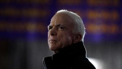 Así fue la compleja relación de John McCain con la comunidad hispana de EEUU