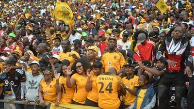 Mueren dos aficionados en estampida durante el Derby de Soweto en Sudáfrica