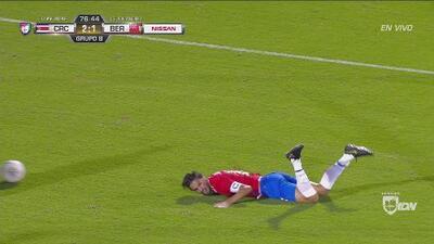 Bryan Ruiz reclamó penalti, pero…