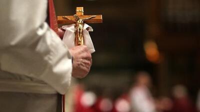 """""""Me violó"""", dijo víctima de supuesto abuso sexual por parte de un sacerdote en el sur de California"""