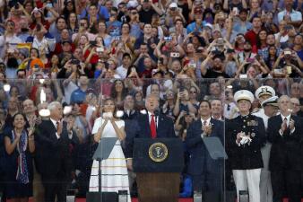 El Día de la Independencia en fotos: desde las competencias de 'hotdogs' a los tanques y el discurso de Trump