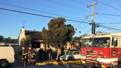 Voraz incendio en vivienda deja una mujer muerta en San Mateo