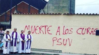 Ataques a curas y saboteo de misas: en Venezuela ni la iglesia se libra de la violencia en Semana Santa