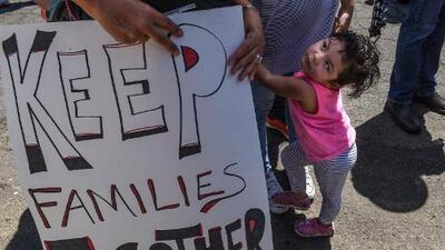 Campaña recauda 5.5 millones de dólares en cuatro días para familias inmigrantes separadas en la frontera