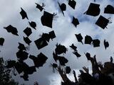 Las Escuelas Públicas de Chicago permiten que las graduaciones en junio sean en persona