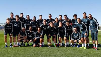 Luka Modric compartió el Balón de Oro con sus compañeros antes del entrenamiento