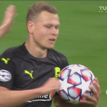 ¡Poco le dura el gusto al PAOK! Viktor Claesson hace el 1-1 de penalti