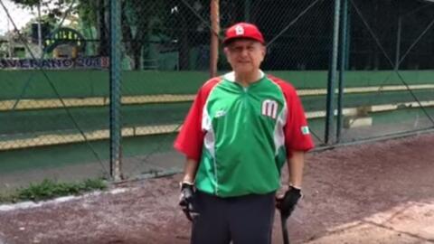 """López Obrador se escapa """"un ratito"""" para jugar beisbol"""
