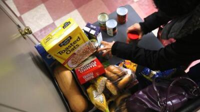 2.9 millones de personas en peligro de quedar sin cupones de alimentos por cambios que analiza el gobierno