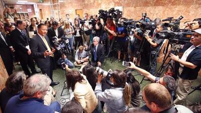Policía de San Francisco catea casa de periodista que hizo público el reporte sobre la muerte de Jeff Adachi