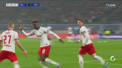 ¡Triangulación y excelsa definición! Leipzig empata 1-1 al Zenit con gol de Konrad Laimer